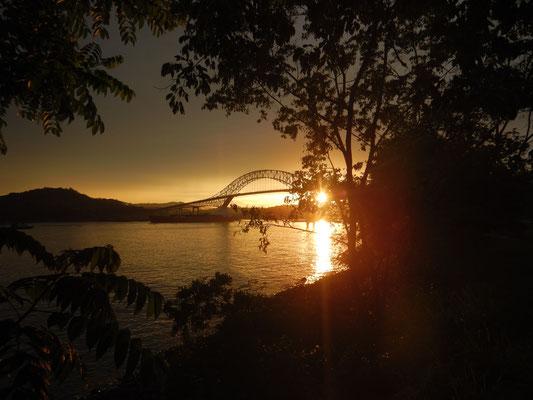 Unser Übernachtungsplatz direkt am Panamakanal