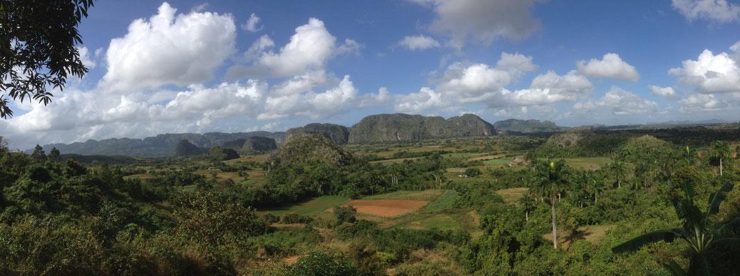 """wunderschöne Aussicht auf das Vinales Valley vom Paladar """"Balcone del Valle"""" aus"""