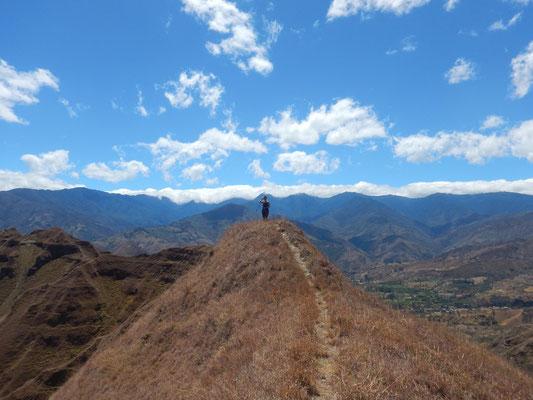 entlang auf dem Bergkamm