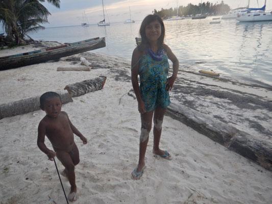 Die Kunakinder freuen sich über einen Besuch