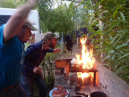 Hilfe unsere Würste brennen