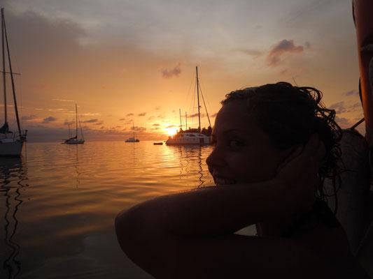 Haarwäsche mit Sonnenuntergangsbeleuchtung