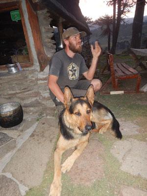 David mit Pepe, dem deutschen Schäfer-Rottweiler-Mischling