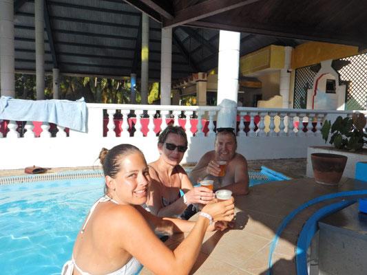 lecker Bierschn an der Poolbar