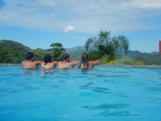 Pool mit Aussicht auf Rurre