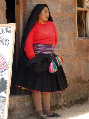 auch die Frauen tragen eine spezielle Tracht