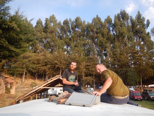 Roger und David bei der Arbeit