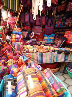 Unendliche Farbenvielfalt am Markt