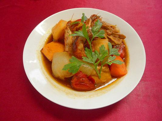 #夏野菜と豚肉のカレースープ #ポテトと豚肉 #タマネギを煮込みカレー味で調えます