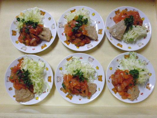 #豚肉のチャーシュー #豚肉の塊を下茹でをして酒 #醤油 #生姜で煮込みます