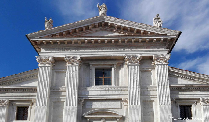 Duomo di Urbino, facciata