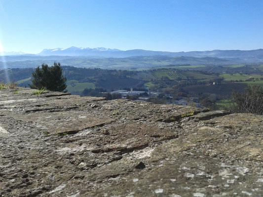 Panorama verso i Monti Sibillini
