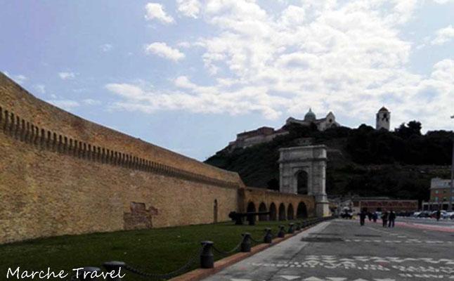 Ancona, Arco di Traiano e magazzini del sale