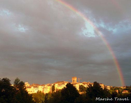 Recanati, panorama con arcobaleno