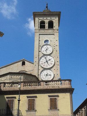 Torre dell'orologio - Piazza della Libertà