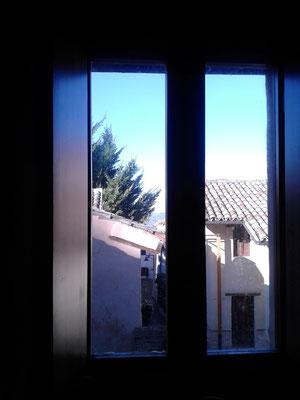 Vista dall'interno di un'abitazione