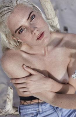 Photo: http://www.lisalankes.com/