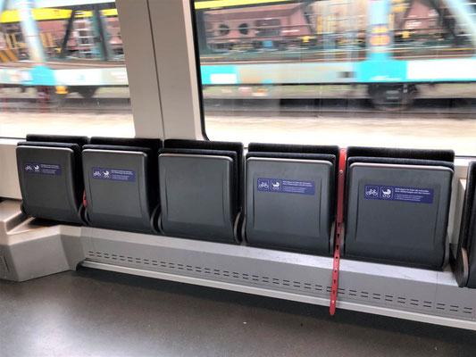 電車、自転車置き場