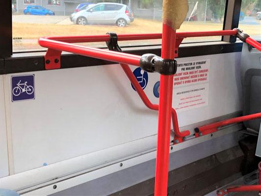 バス、自転車置き場