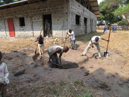Graben für Fundament wird ausgehoben