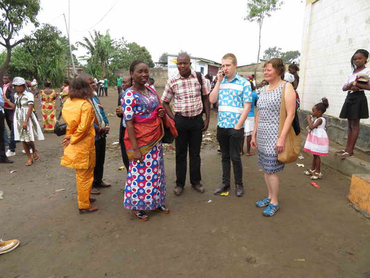 Nach der Kirche mit Lili Mbuta