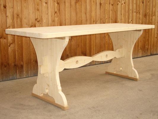 Massiver Holztisch aus Fichte
