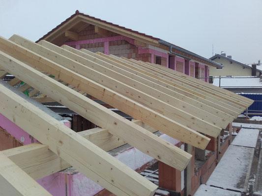 Dachstuhl Einfamilienhaus mit Doppelgarage
