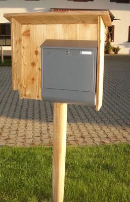Briefkastenumfassung aus Lärchenholz