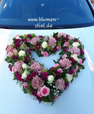 autoschmuck autodeko hochzeit autoblumen heiraten enzkreis wimsheim blumenstiel hochzeitsdeko hochzeitsfloristik auto blumenfürsauto herz autoherz