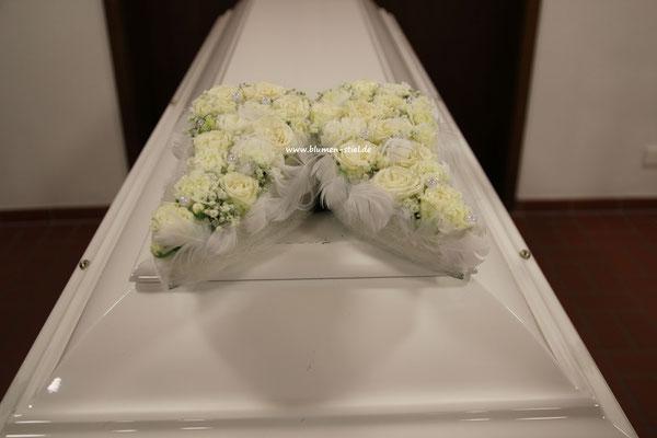 Trauerfloristik Beerdigung Traeurfeier Grab Sargschmuck Sarg Bukett Sargbukett Engelsflügel