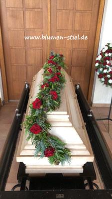 Trauerfloristik Beerdigung Traeurfeier Grab Sargschmuck Sarg Bukett Sargbukett Girlande