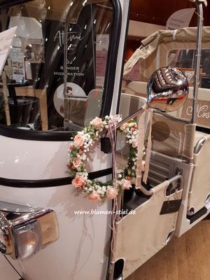 autoschmuck autodeko hochzeit autoblumen heiraten enzkreis wimsheim blumenstiel hochzeitsdeko hochzeitsfloristik auto blumenfürsauto