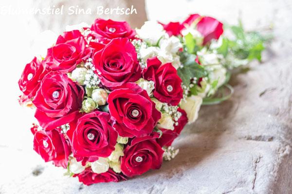 Brautstrauß Wedding Hochzeit Enzkreis Bridalbouquet Weddingbouquet Brautstrauss Braut abfließend rote Rosen