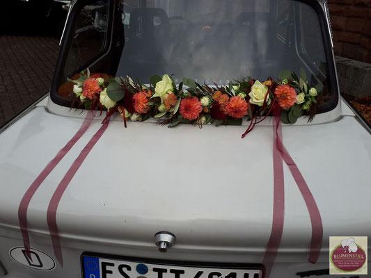 autoschmuck autodeko hochzeit autoblumen heiraten enzkreis wimsheim blumenstiel hochzeitsdeko hochzeitsfloristik auto blumenfürsauto girlande