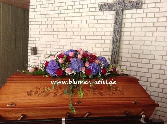 Trauerfloristik Beerdigung Traeurfeier Grab Sargschmuck Sarg Bukett Sargbukett