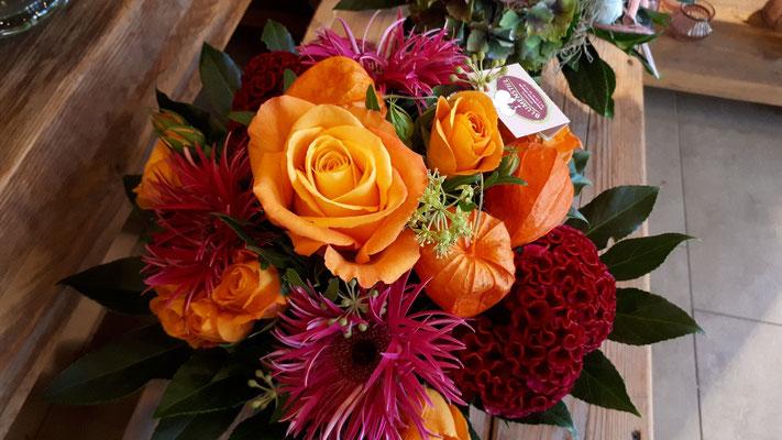 strauss blumenstrauss strauß blumenstrauß fleurop floristik blumenstiel blumen flowerstogo jederverdientblumen fairtradeblumen fairtraderosen qualität blumenfachgeschäft floristik