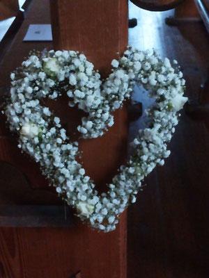 kirchenschmuck kirchendeko hochzeit hochzeitsblumen heiraten enzkreis wimsheim blumenstiel hochzeitsdeko hochzeitsfloristik kirche trauung blumenfürdiekirche altarschmuck bankschmuck