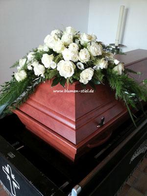 Trauerfloristik Beerdigung Traeurfeier Grab Sargschmuck Sarg Bukett Sargbukett Sargbogen