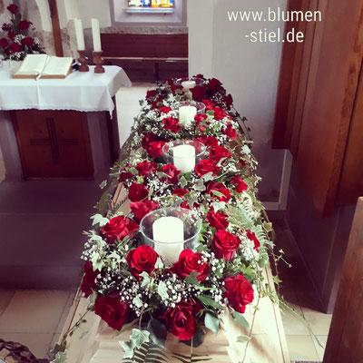 Trauerfloristik Beerdigung Traeurfeier Grab Sargschmuck Sarg Bukett Sargbukett Kränze Kerzen