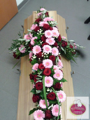Trauerfloristik Beerdigung Traeurfeier Grab Sargschmuck Sarg Bukett Sargbukett Kreuz