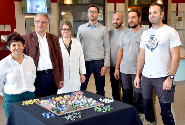 De gauche à droite : Isabelle Ratiskol (PDG), Luc Chanteloup et une partie de l'équipe Grav'Or.