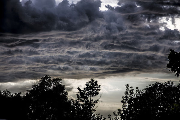 Schwarze Wolken, Unwetter
