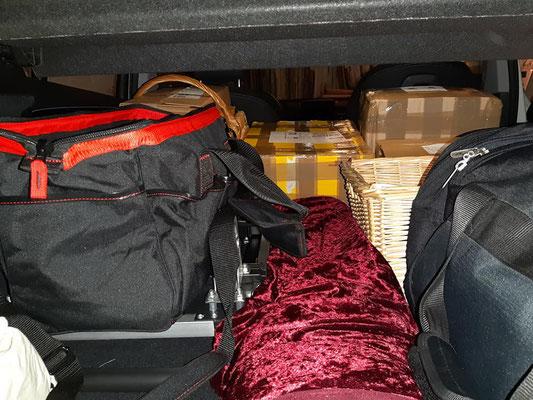 So – mit vollgepacktem Kofferraum – begann die Reise nach Berlin