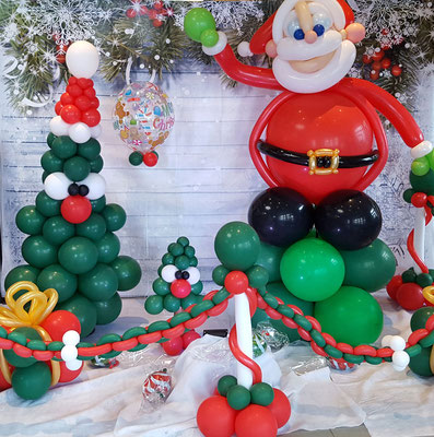 Scéne Pére Noël et ses sapins rigolos
