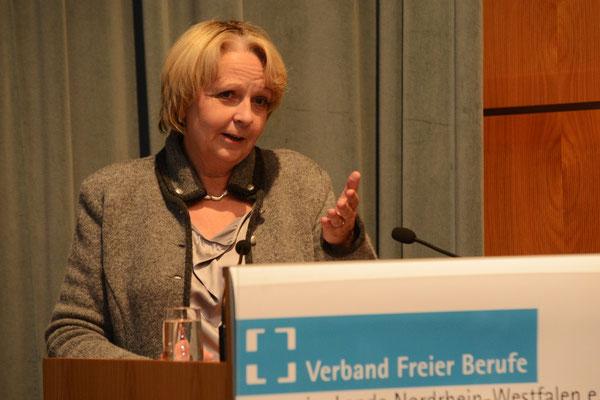 NRW-Ministerpräsidentin Kraft gratuliert den besten Auszubildenden
