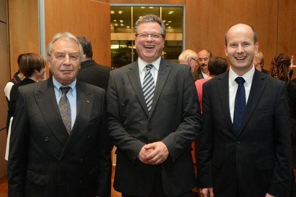 VFB NW-Vorsitzender Klein, Staatssekretär und NRW-Regierungssprecher Breustedt und VFB NW-Geschäftsführer Busshuven