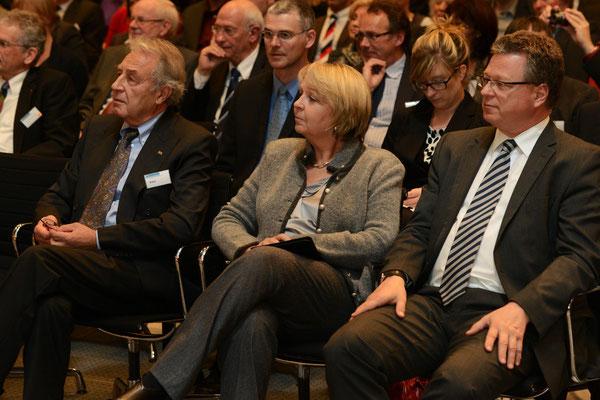 VFB NW-Vorsitzender Klein, NRW-Ministerpräsidentin Kraft, Staatssekretär und NRW-Regierungssprecher Breustedt