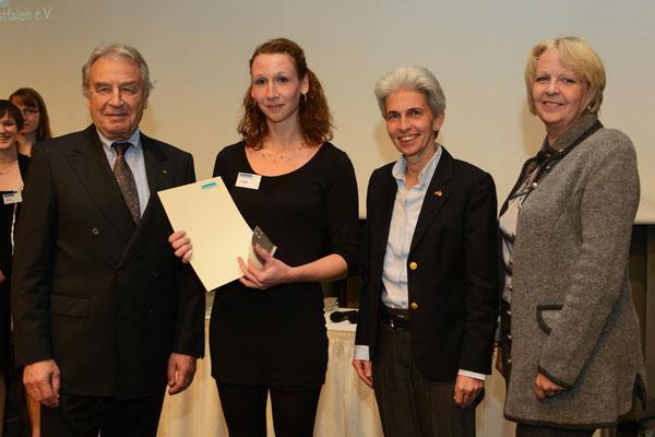 VFB NW-Vorsitzender Klein, eine beste Auszubildende, Düsseldorfs Bürgermeisterin Dr. Strack-Zimmermann, NRW-Ministerpräsidentin Kraft