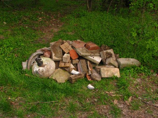 Selbst Steine fanden den Weg nach draußen.