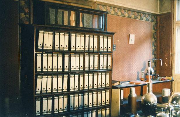 Leitz-Ordner mit Schriftverkehr und Rechnungen